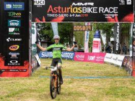 Thomas Champion y Natalia Fischer ganadores de la Flash Stage de MMR Asturias Bike Race