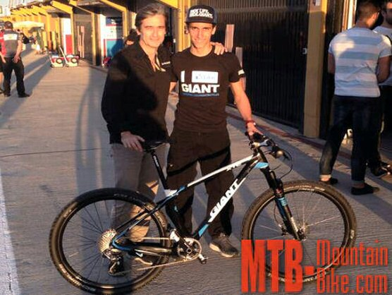 Álex Rins recibió una Giant XTC Advanced 27,5 0 Team